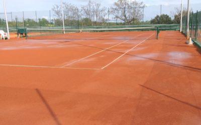 Cómo mantener una pista de tenis de tierra batida